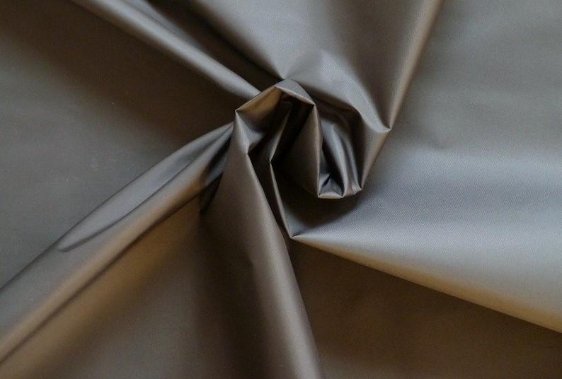 Látka - šusťákovina tmavě šedá bez obšití 140