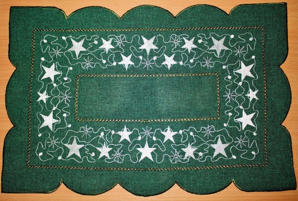 Vánoční ubrus vyšívaný - Hvězdičky zelené 35cm