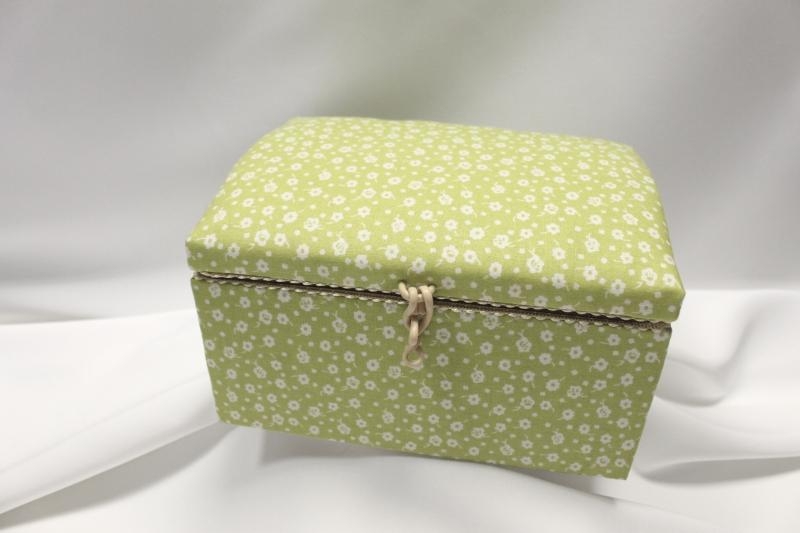 Kazeta na šití zelená - kytičky