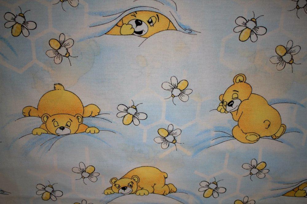 Dekorační látka Bavlna -medvědi obšít okraje (23 Kč/bm) a našít stužku Small 2,5cm (31 Kč/bm) 160